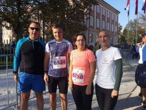 Erlend, Luka, Irena in Jelena pred začetkom teka