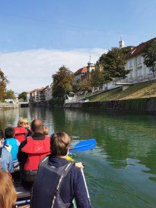 Veslanje po Ljubljanici - pogled na Čevljarski most